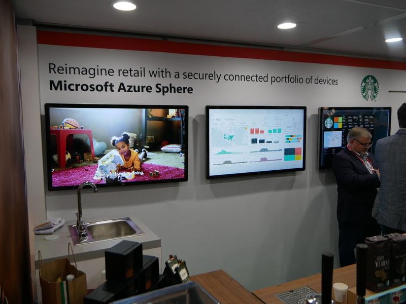 Microsoftでは、スターバックスでの活用事例など、ユースケースによる展示を行っていた