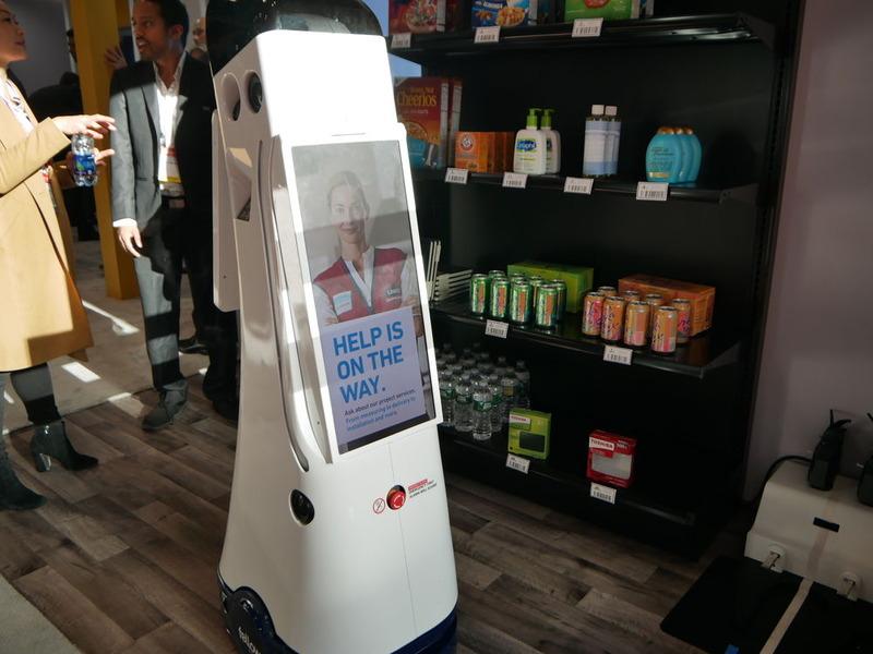 Microsoftブースではロボットを利用した店舗案内もデモ