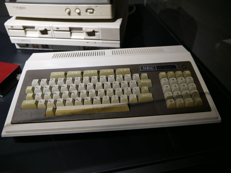 NECの名器である8ビットパソコン「PC-8001」も展示している