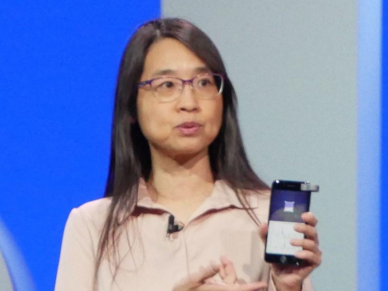 IBM Verifierを取り付けたスマートフォン