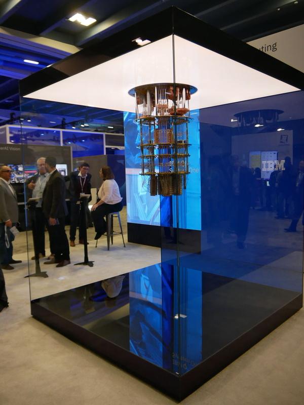 外側の透明のケースまでを含めて「IBM Q System One」という製品を構成し、このままの形で設置されるという