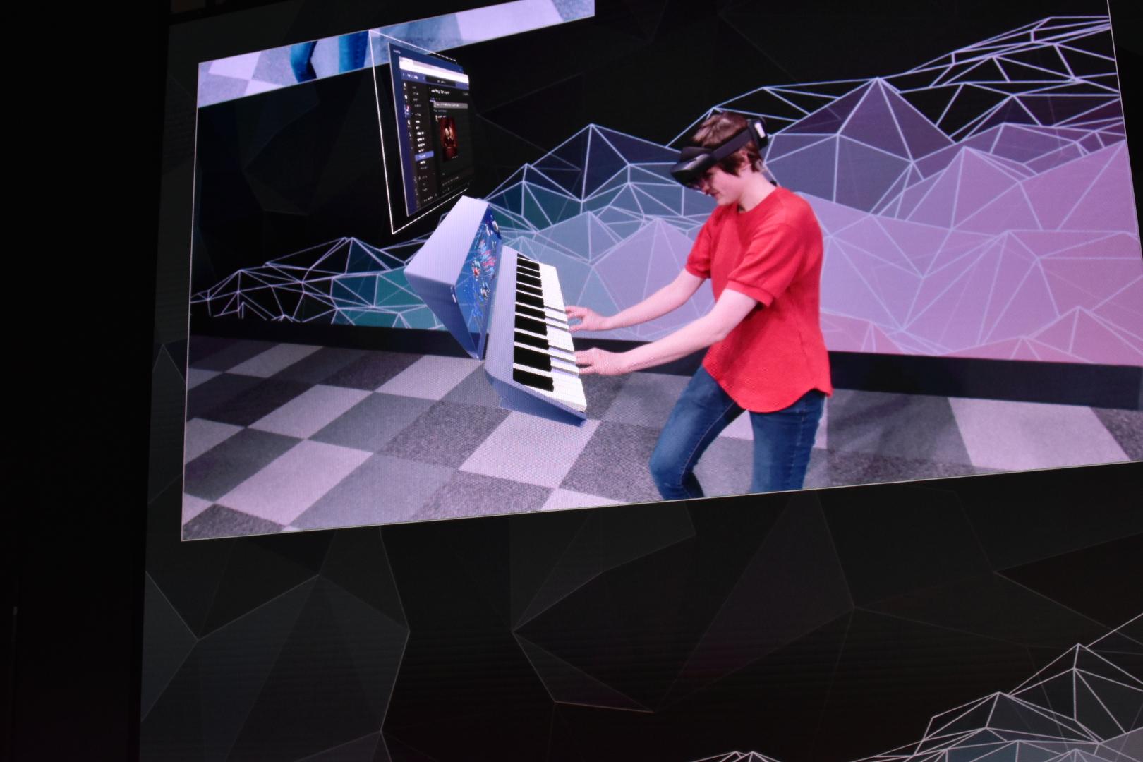 仮想のピアノで和音を奏でる