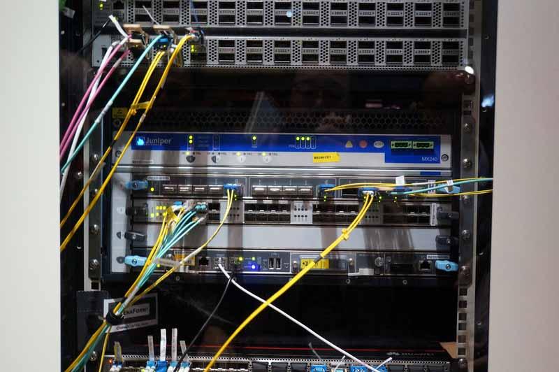 ラック3の400GbE対応したJuniper MX240