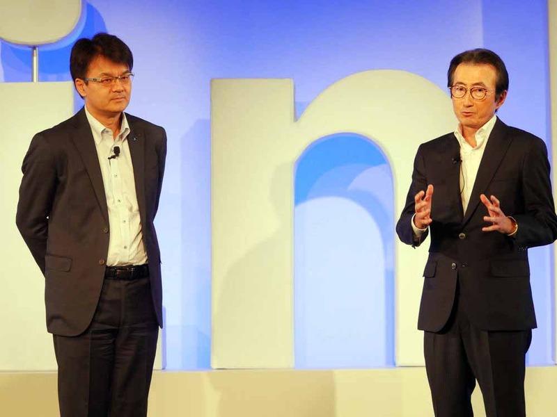 かつては日本IBMで机を並べたという、日本IBMの山口社長(左)と、セールスフォース・ドットコムの小出会長兼社長(右)