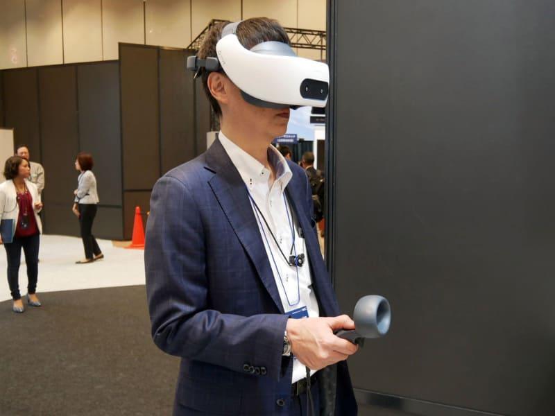 VRを活用したトレーニングの実例。すでに多くの導入実績がある。ANAでは、飛行機の火災発生時の訓練といったリアルでは再現できないシーンでのトレーニングを行っている