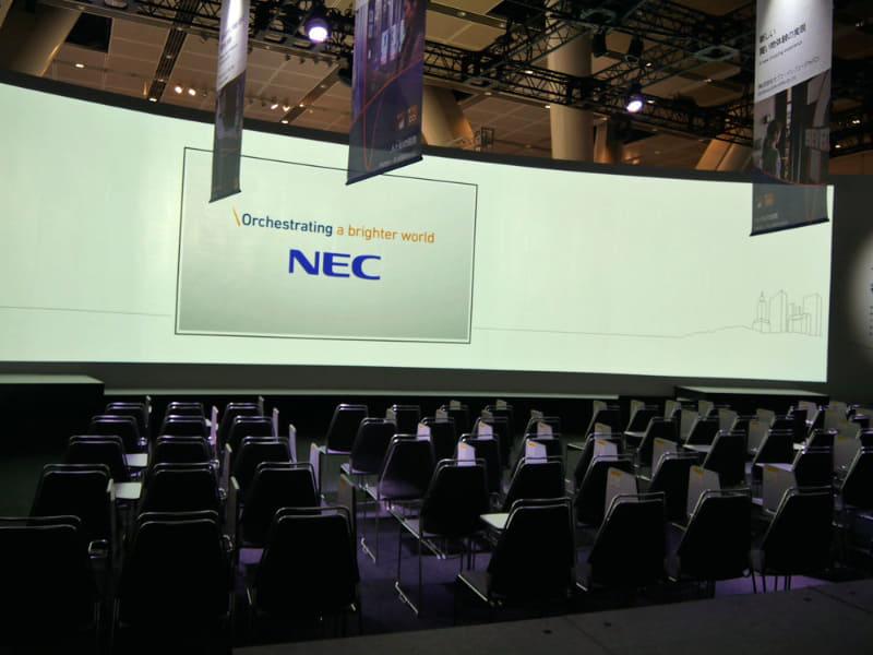 テーマステージでは、NECの取り組みなどが紹介される