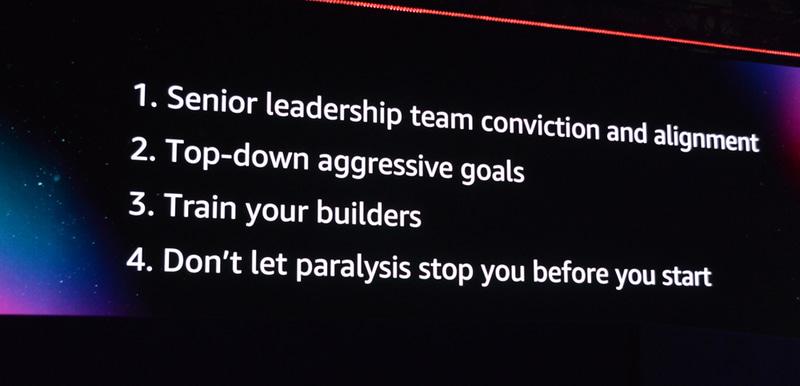 ジャシーCEOが挙げたリーダーシップ4カ条。クラウドを核にしたトランスフォーメーションを実現するには、まずリーダーシップをすべての関係者がもつことが重要だとする