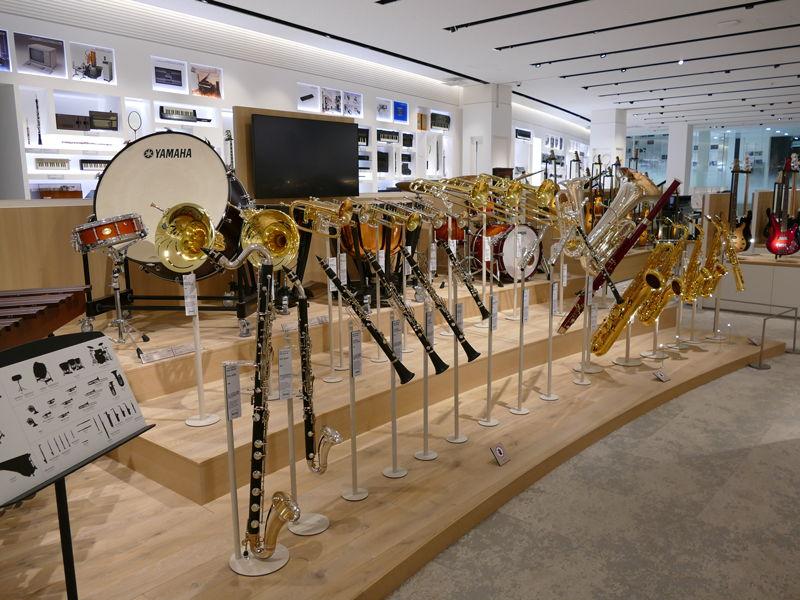 全国の学校の吹奏楽部などでよく使われている管楽器や打楽器なども展示されている
