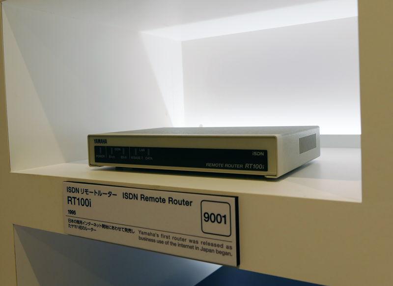 1995年発売のISDNリモートルータ「RT100i」。ヤマハネットワークのパイオニア的製品だ