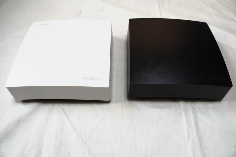 白と黒のモデルが用意されている
