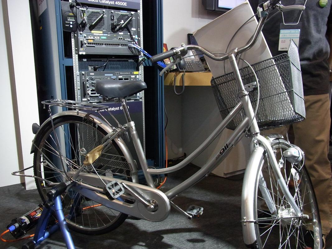 自転車発電でCatalyst 4500Eを動かすデモ