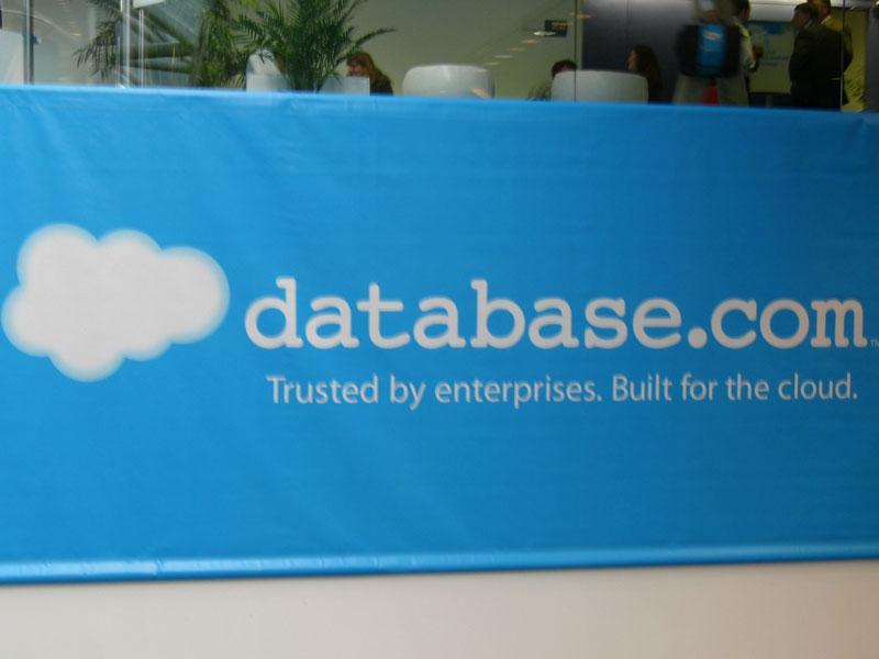 会場内に展示されていたDatabase.comのパネル