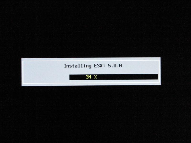 USBメモリにESXi 5.0をインストール中