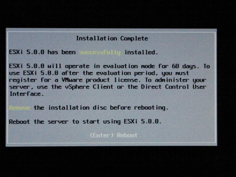 インストールが終了。CD-ROMドライブから、メディアを取り出し、システムをリセットする。この時、USBメモリがブートドライブとなるようにBIOSを設定しておく