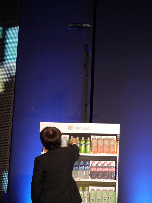 Kinect for Windowsの活用例。人間の動きをトラッキングし、その意味を分析することが可能だ
