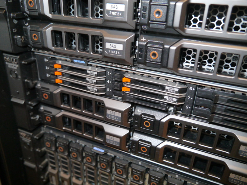 ストレージには1.8型SSDも混在した形で搭載している