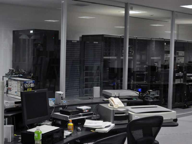 教育系システムが稼働するサーバー室