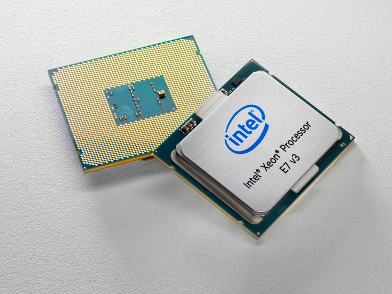 Xeon E7 v3のプロセッサ写真。Xeon E7-4800世代から見れば、非常にコンパクトなプロセッサになっている
