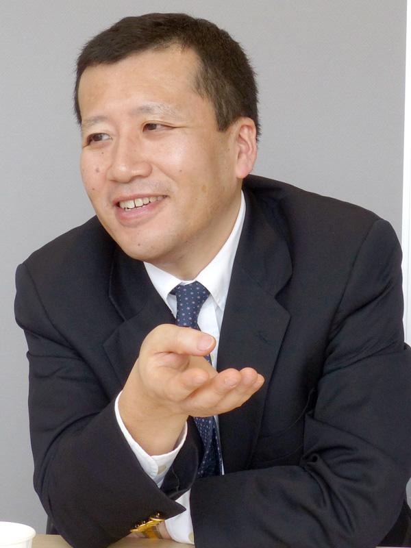 中島由弘氏
