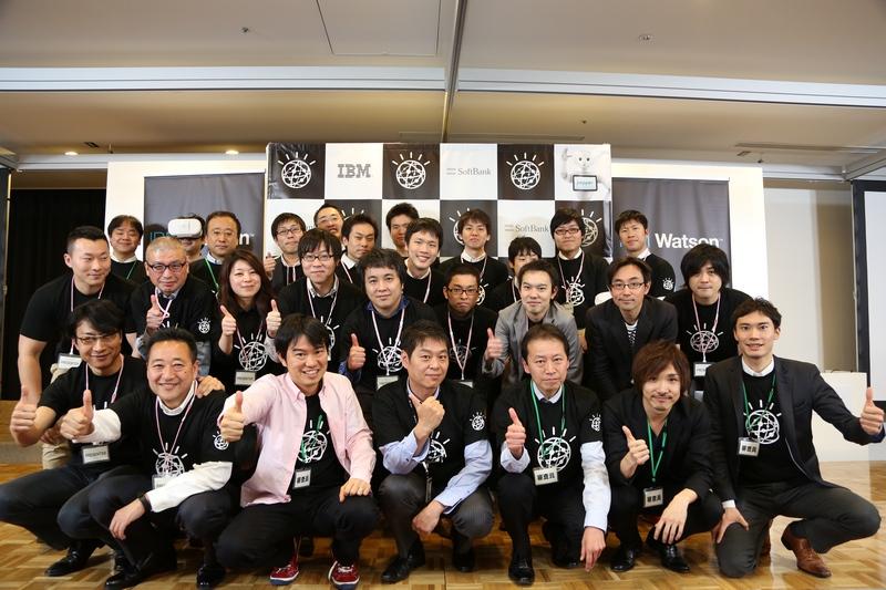 決勝戦に参加したチームと審査員たち(写真提供:ソフトバンク)