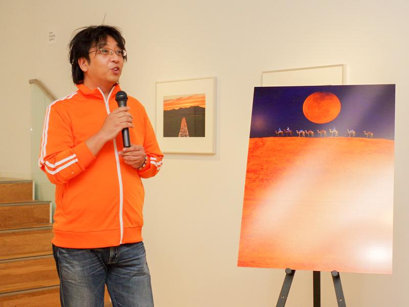 オレンジカラーをライフワークとした作品を発表し続けている坂上たかおさん
