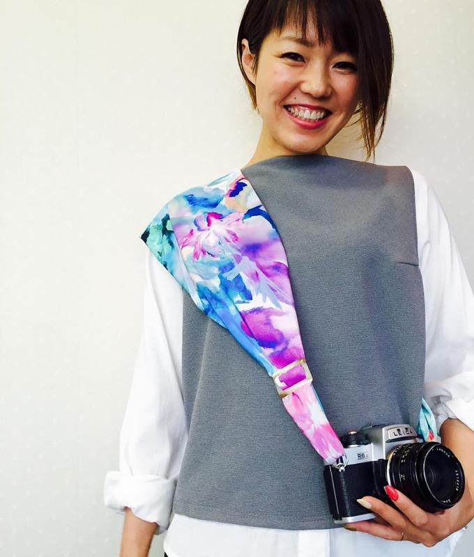 モデルはサクラカメラスリングの作者、杉山さくらさん