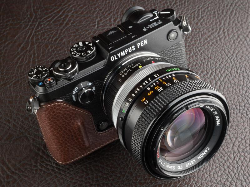ゲリズのPEN-F用本革カメラケースはスマイルカメラで税込1万7,550円。ブラックとブラウンの2色展開だ