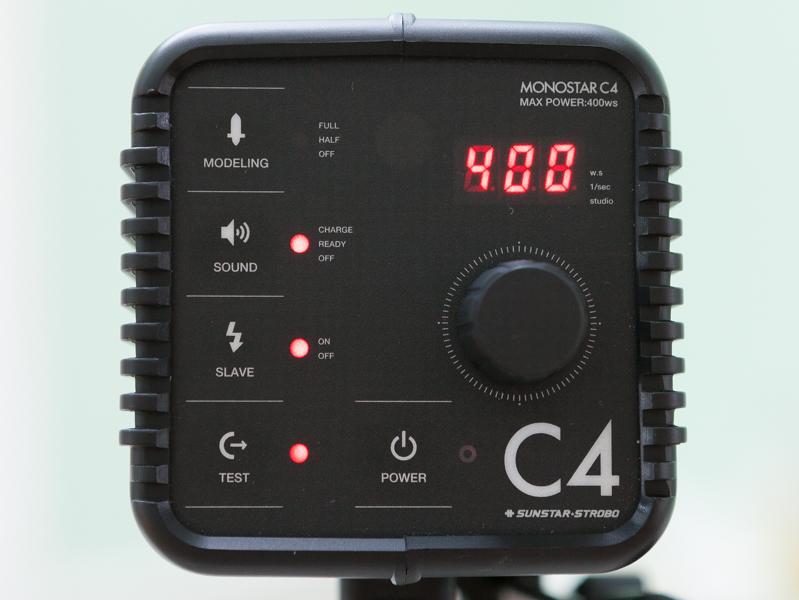 MONOSTAR C4は最大出力400Ws。クリップオンストロボよりも大きな出力が魅力だ