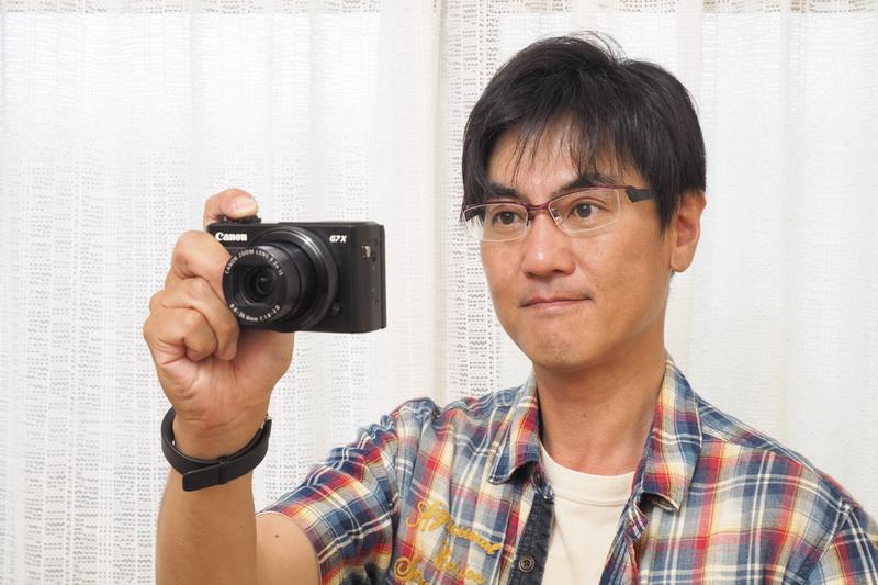 PowerShot G7 X Mark IIを構えると作品を撮るという雰囲気になる。例え小さなカメラであっても、片手持ちで構えていたとしても。
