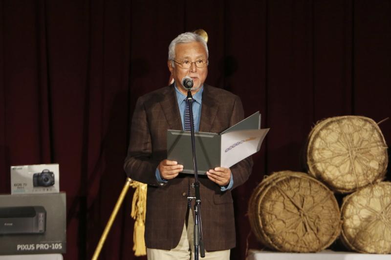 表彰式にて、審査委員長の立木義浩氏が各賞を発表した
