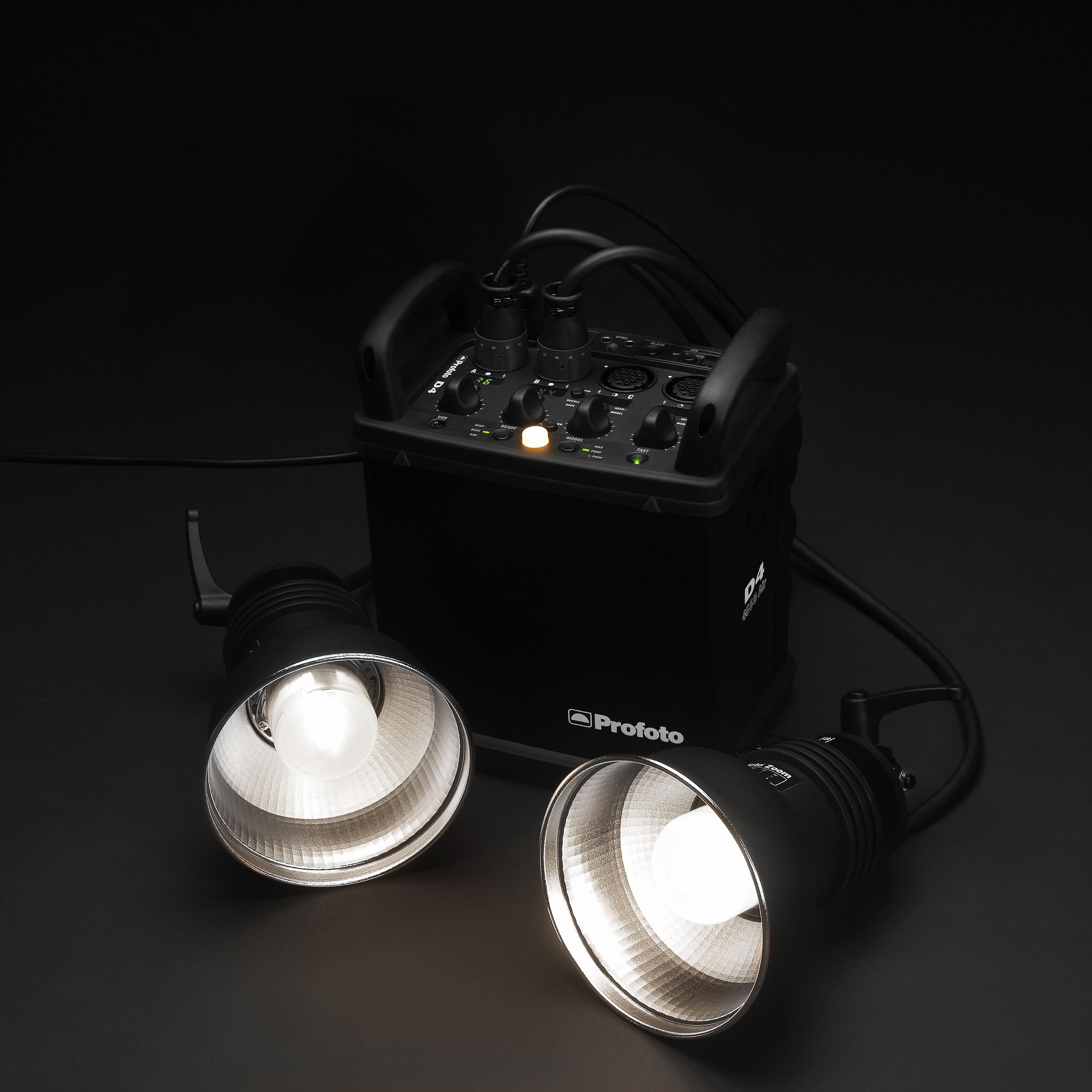このようにジェネレータータイプは電源部(ジェネレーター)と発光部(ストロボヘッド)が分かれる。これはD4とPro Headの組み合わせ。このジェネレーターにはストロボヘッドが4灯まで差し込める。最大出力は4800Wsだ