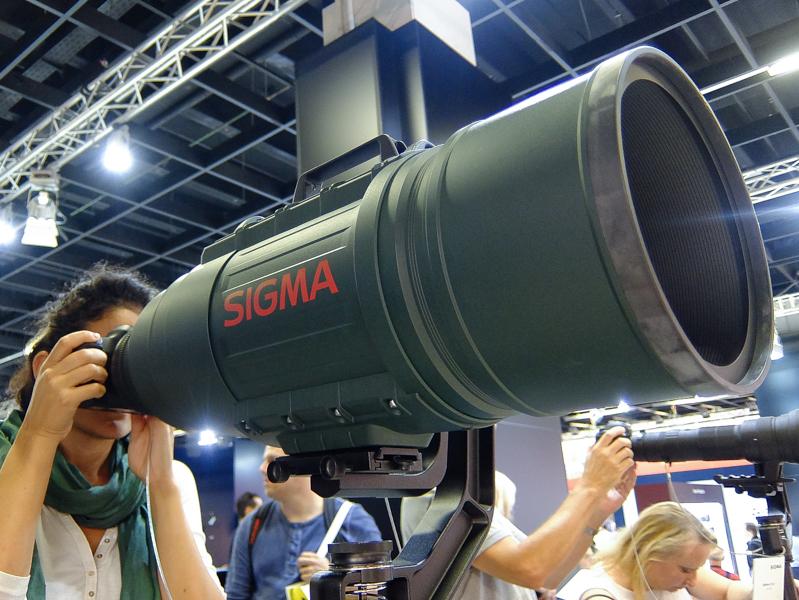 お約束の超弩級レンズAPO 200-500mm F2.8 /400-1000mm F5.6 EX DGの姿も
