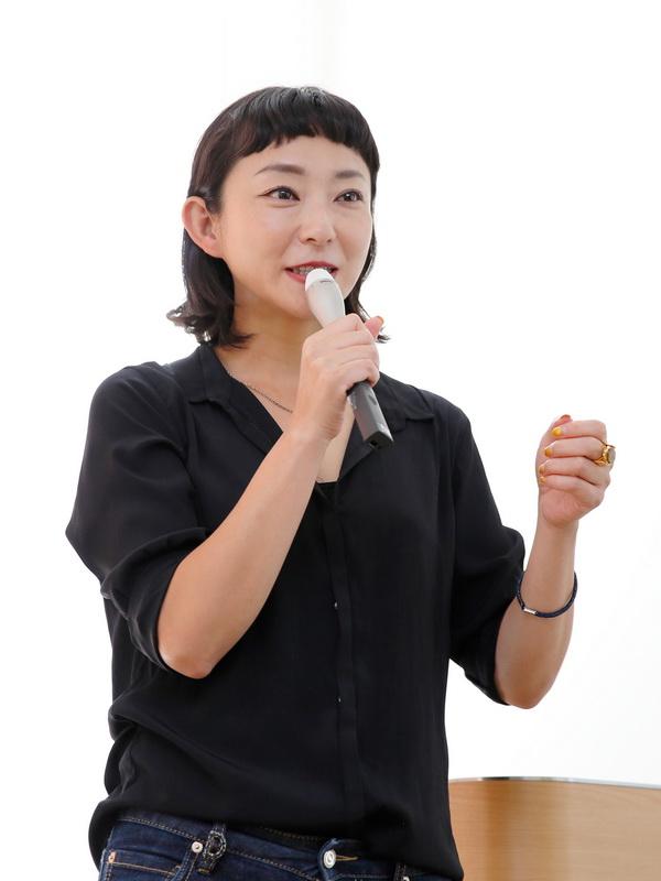 講師の写真家、鶴巻育子さん