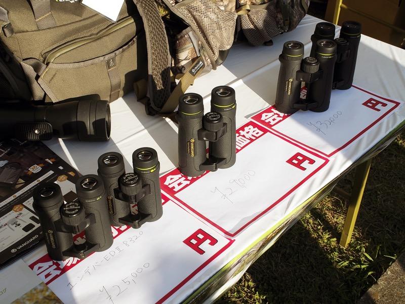 双眼鏡である「ENDEAVOR ED II 8320」「ENDEAVOR ED II 8420」「ENDEAVOR ED II 1042」の販売も行われていた。