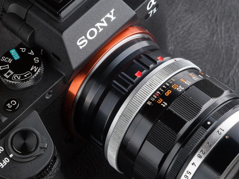 mukカメラサービスのmuk FD-NEX Pは税込8,400円。ポーランド製で7075ジュラルミンの削り出しだ。