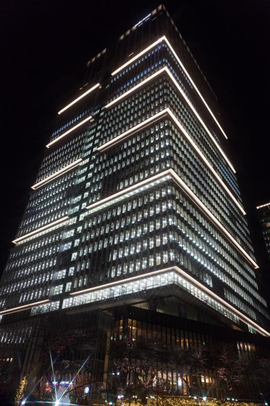 東京ガーデンテラス紀尾井町には高層ビル、紀尾井タワーがそびえる。