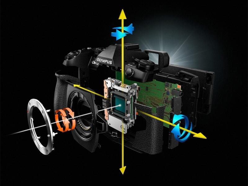 さらに磨きがかかった5軸シンクロ手ぶれ補正。通常はシャッター速度5.5段分、対応レンズでは最大6.5段分の補正効果が得られる。
