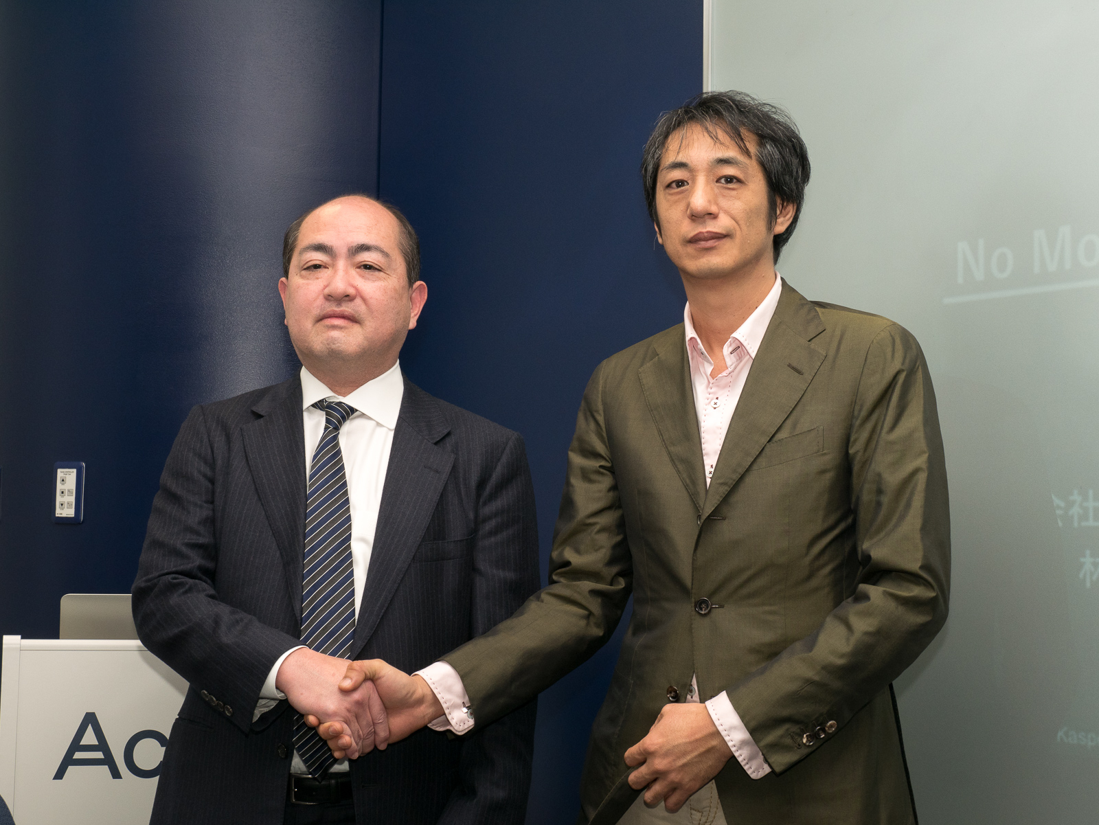 アクロニス・ジャパンの大岩憲三氏(左)とカスペルスキーの川合林太郎氏