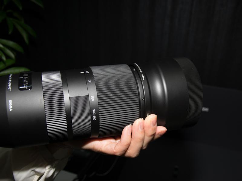 直進式ズームのような鏡筒の前後移動によるズーム操作に対応する。