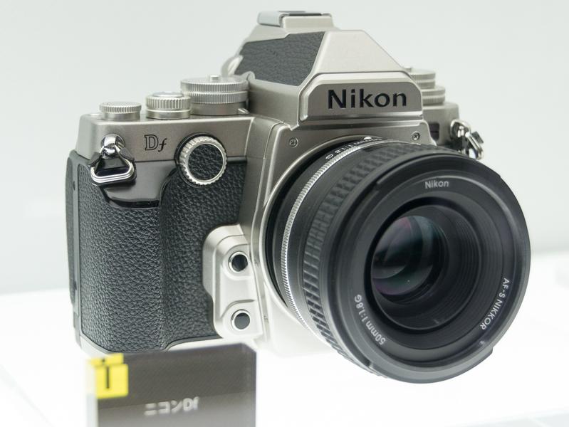 同社往年のカメラを思わせるスタイリングや非Aiレンズへの対応などが話題になった「ニコンDf」(2013年)