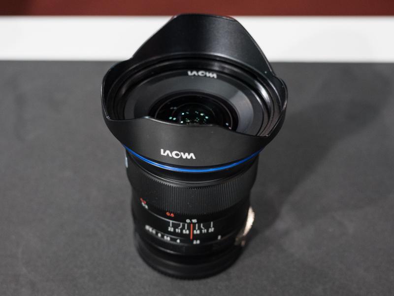 参考出展の15mm F2。ディストーションゼロを掲げ、動画向けのクリックレスにも対応する。