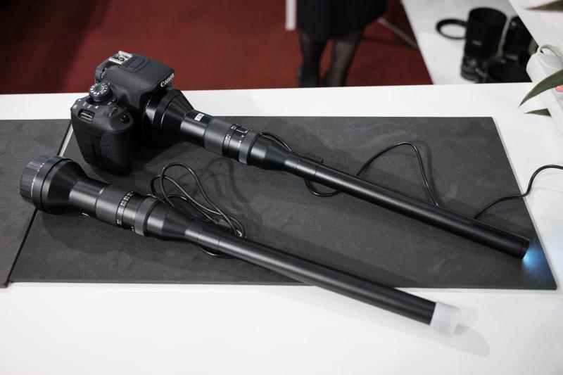 虫の目レンズも参考出展されていた。24mm F14で、先端にLEDを搭載している。