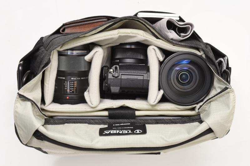 カメラボディ×1、交換レンズ×4(M.ZUIKO DIGITAL ED 40-150mm F2.8 PRO、M.ZUIKO DIGITAL ED 12mm F2.0、M.ZUIKO DIGITAL 25mm F1.8、M.ZUIKO DIGITAL ED 60mm F2.8 Macro)、メモリーカードケース、バッテリーケース、レンズクリーナー×3、スマートフォン、7インチタブレット、A6ノート、定期入れ