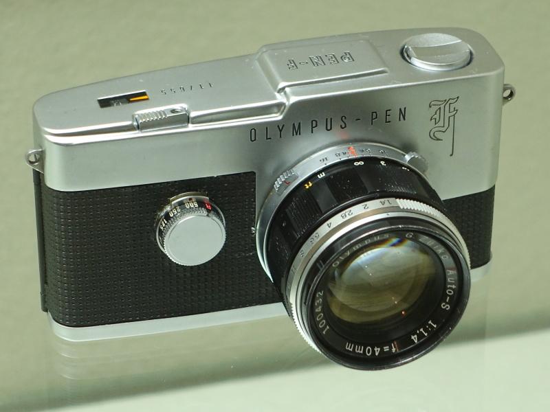 日本製カメラは「オリンパス・ペンF」(オリンパス光学工業、1963年)が選ばれていた。世界的に珍しいハーフサイズ一眼レフとして高評価を得たカメラというのが決め手。