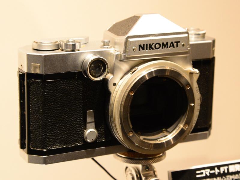 ニコマートFT開発試作機(1964年)。まだTTL測光になっておらず、銘板の書体も異なる。製品版は1965年発売。