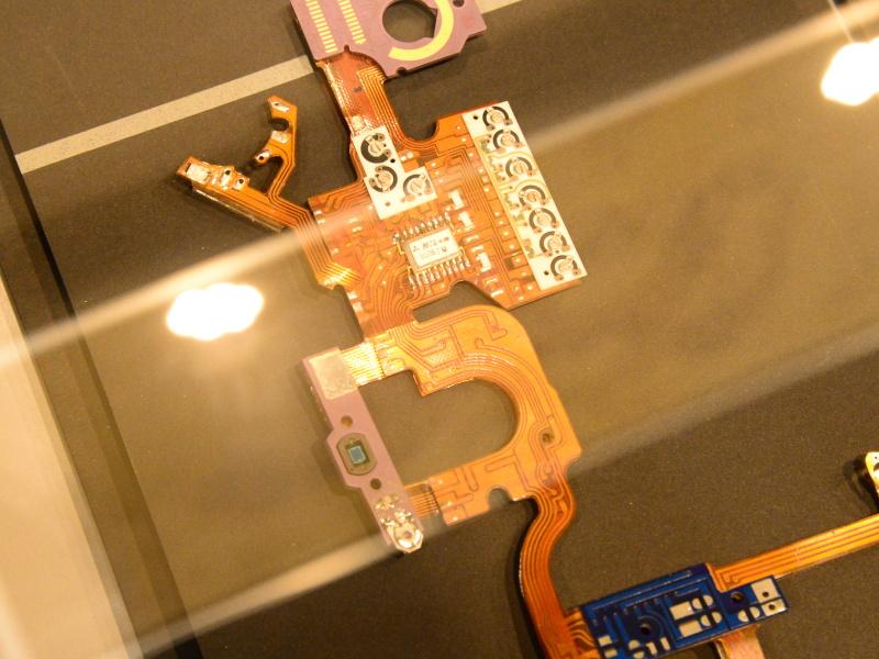 試作初期の電子基板。三菱のマークが見える。
