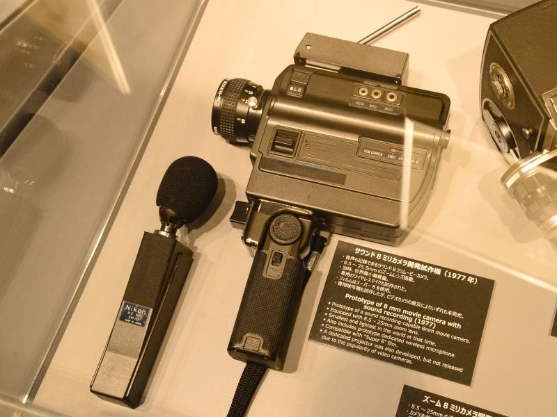 サウンド8ミリカメラ開発試作機(1977年)。ワイヤレスマイクまで用意されていたが、ビデオカメラの普及で発売されず。