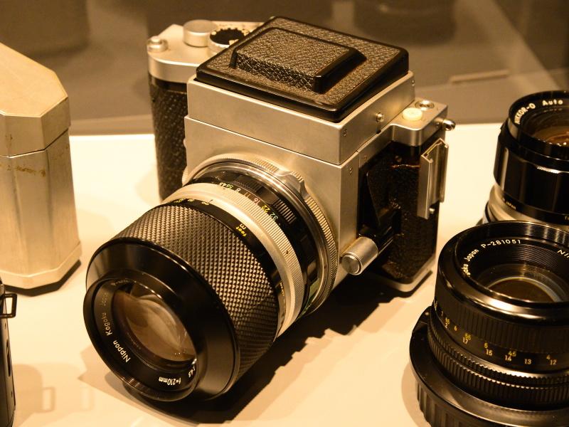 中判カメラ開発試作機(1966年)。レンズ交換式の中判一眼レフカメラの製品化を目指したが、発売されなかった。画面サイズは6×7cm。