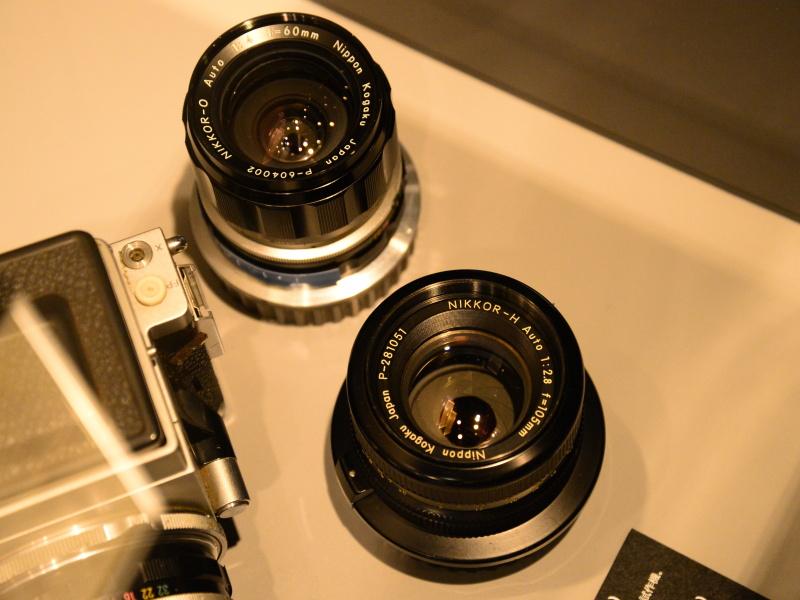 レンズ各部の仕上げは、一眼レフ用ニッコールレンズに準じている。レンズ銘板に「P」の表記があり、システム名を現していたのか?との推測もあるが、実際のところは不明。