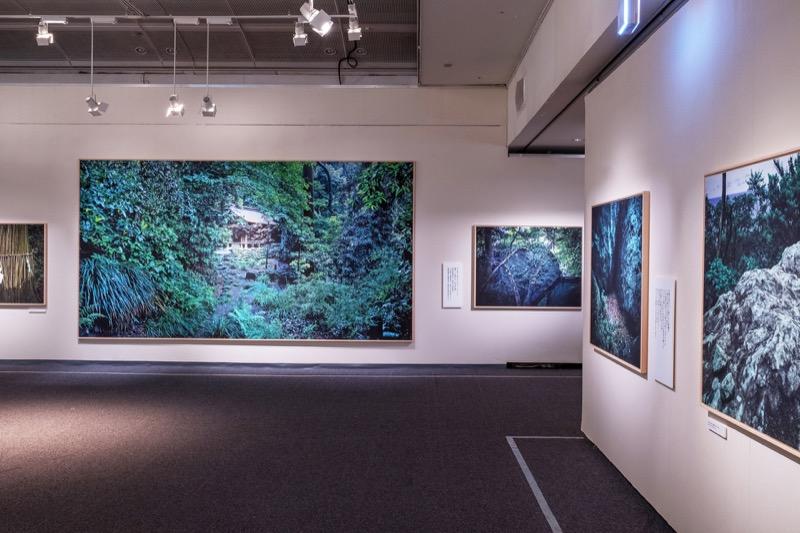 沖ノ島、沖津宮の社殿の写真は、GFX 50Sで撮影した写真の3枚繋ぎ。2.2×4.2mある。